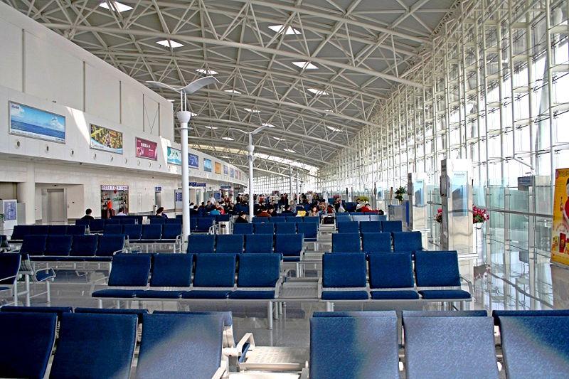 800px-Jinan_Yaoqiang_Airport_waiting_area_2005_10_15