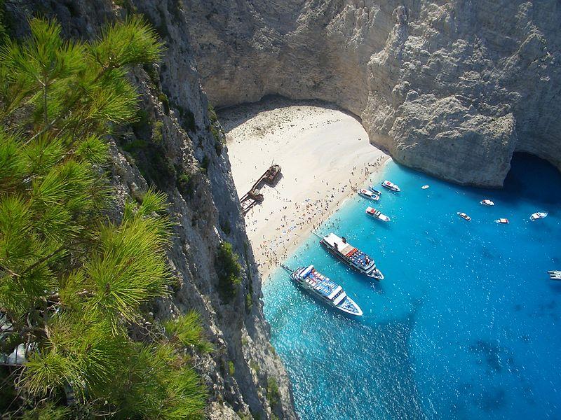 800px-Navagio_beach_shipwreck_in_Zakynthos