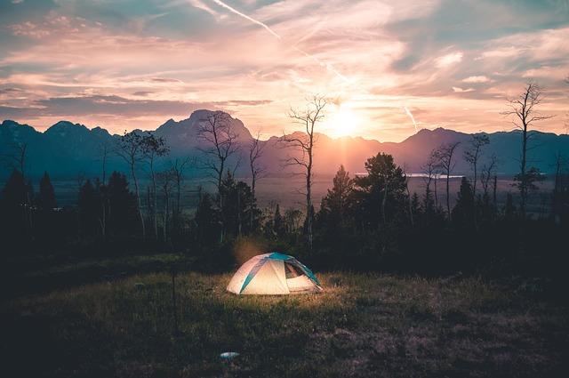 tent-926573_640
