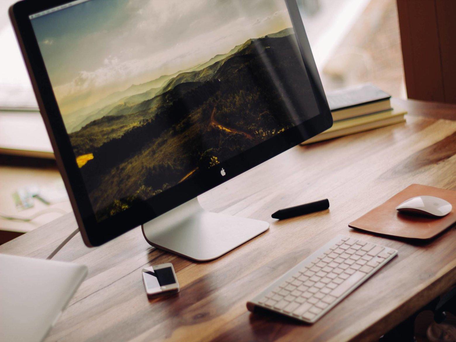Apple-computer-laptop-desk-1560x1170