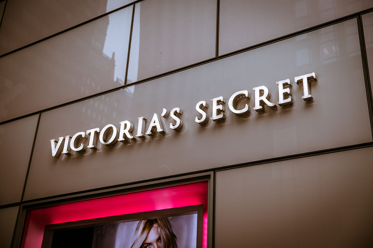 1280px-Victoria's_Secret_Store_4,_722_Lexington_Ave,_New_York,_NY_10022,_USA_-_Dec_2012