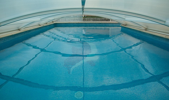 swimming-pool-1647498_640