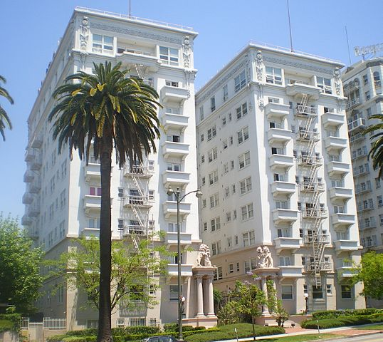 538px-Bryson_Apartment_Hotel,_Los_Angeles