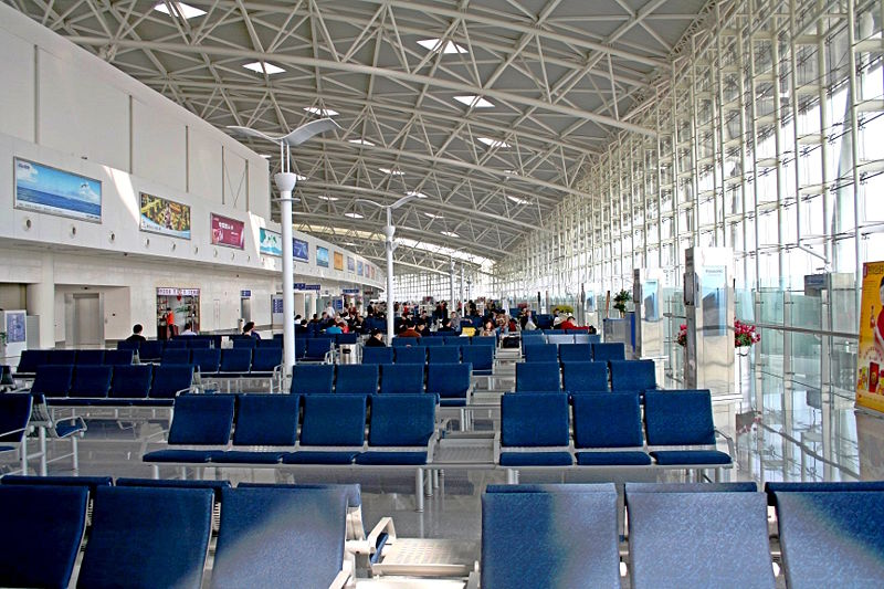 800px-Jinan_Yaoqiang_Airport_waiting_area_2005_10_15