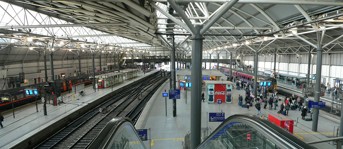 1200px-Overview_of_Leeds_City_railway_station_12