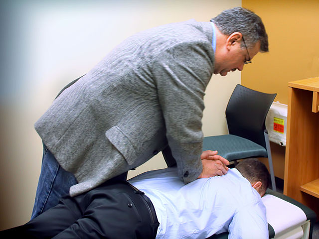 640px-Chiropractic_spinal_adjustment