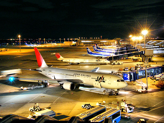 640px-JAL_&_ANA_-_Chubu_International_Airport