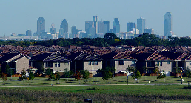 640px-Dallas_skyline_and_suburbs